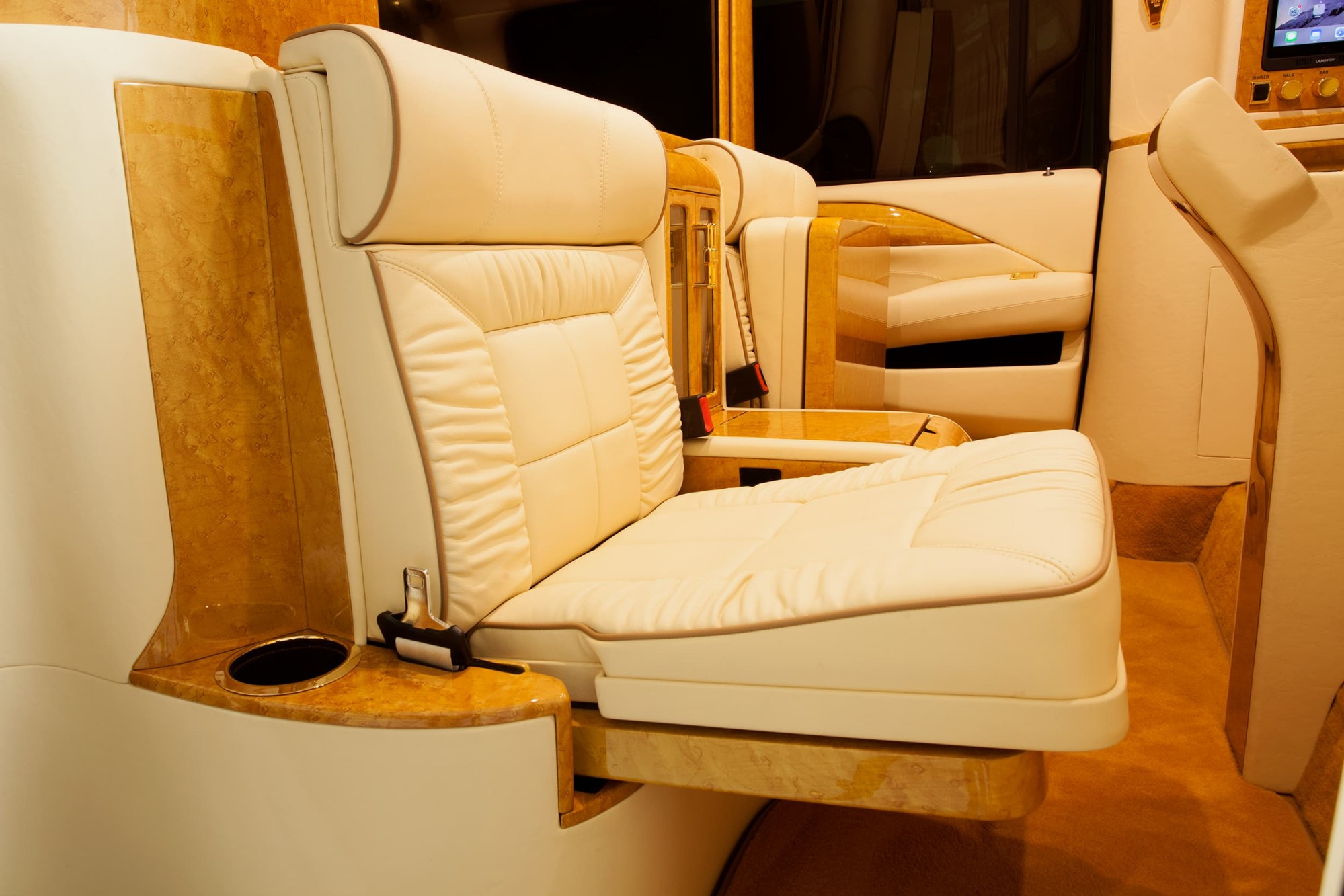Lexani signature jumpseats with wood finish