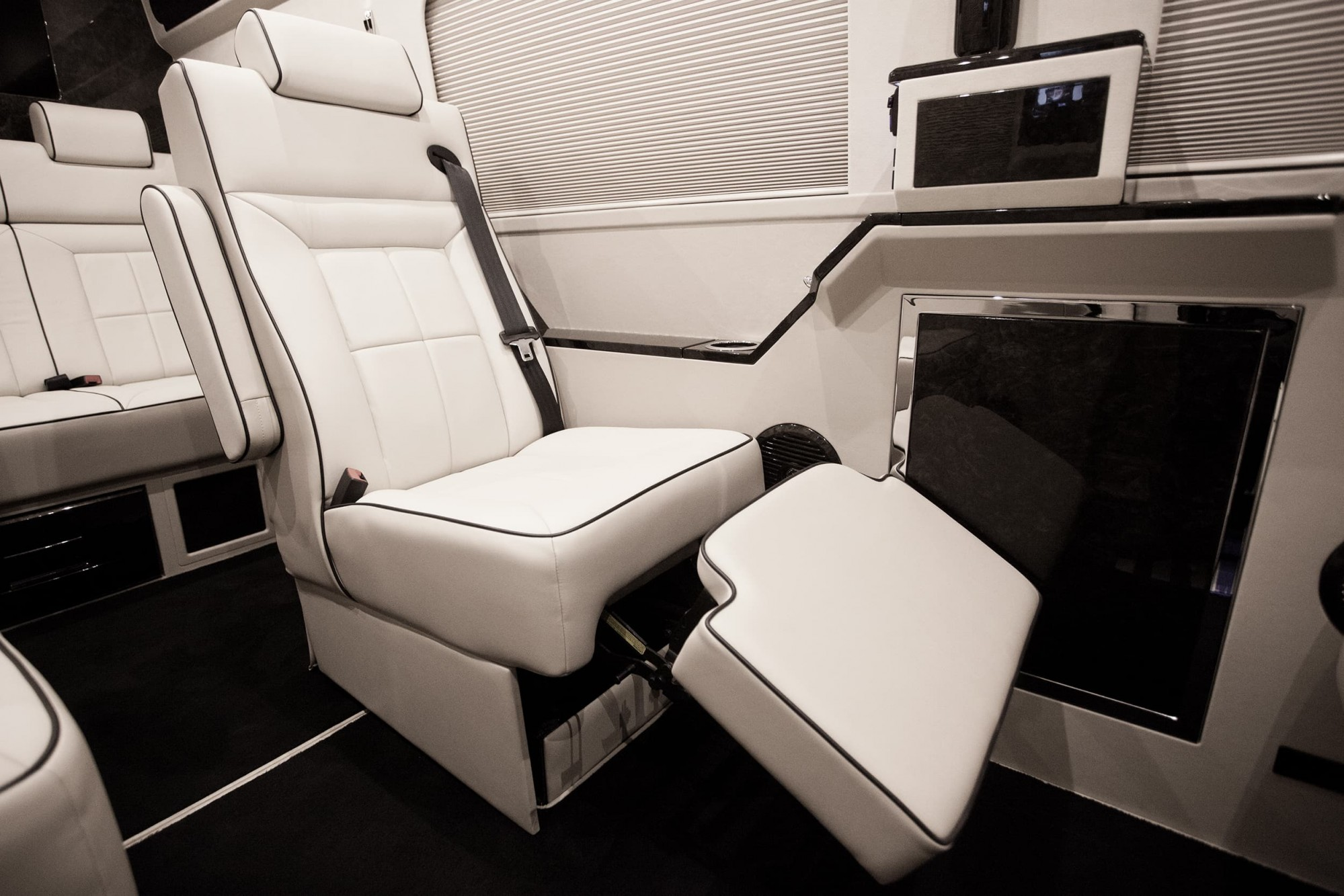 Six-way power executive seats in Italian leather with heat and massage